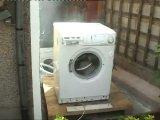 Самоуничтожение стиральной машины,или просто добавь кирпич(смотреть с 50 сек)